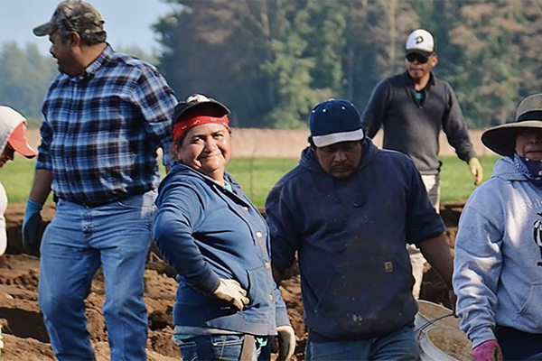 farmworkers cropped 600x400